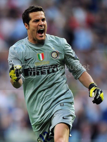 Goalkeepers are crazy: Julio Cesar in Champions League ...