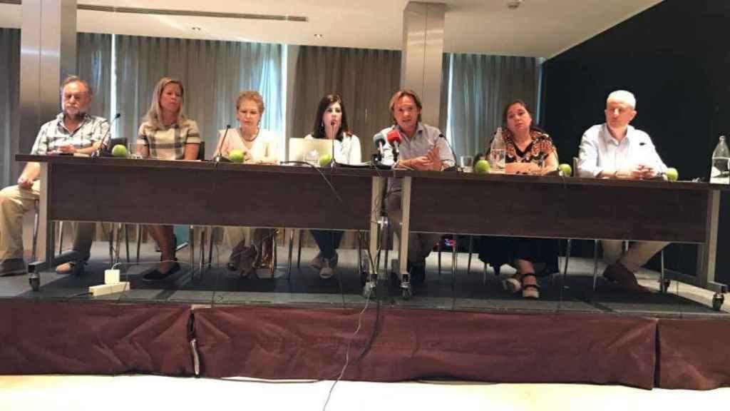 En el centro, hablando, Jorge Campos, de la Fundación Círculo Balear