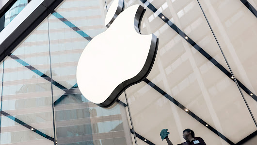 Apple Hires BlackBerry Talent With Car Project Turning to Self-Driving Software