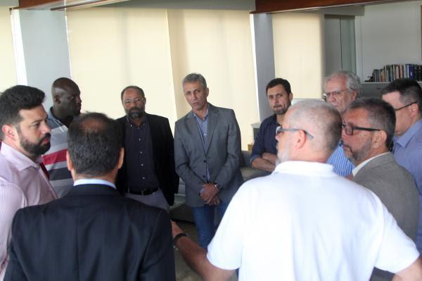 Ministro do Esporte Leonardo Picciani conversa com o presidente Alexandre Campello e demais membros da diretoria vascaína