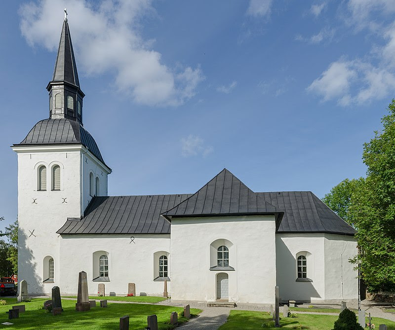 Skå kyrka 2012 02.jpg