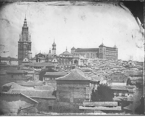 Catedral de Toledo con la Torre del Reloj antes de ser demolida en 1888. Fotografía de Casiano Alguacil.