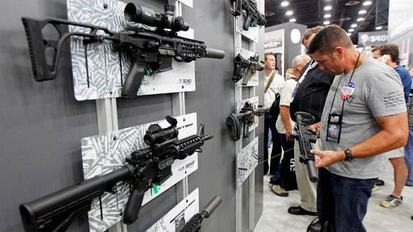 Varias armas Sig Sauers en una reunión anual de Asociación Nacional del Rifle en EE.UU. 21 de mayo del 2016. Foto: John Sommers II / Reuters.
