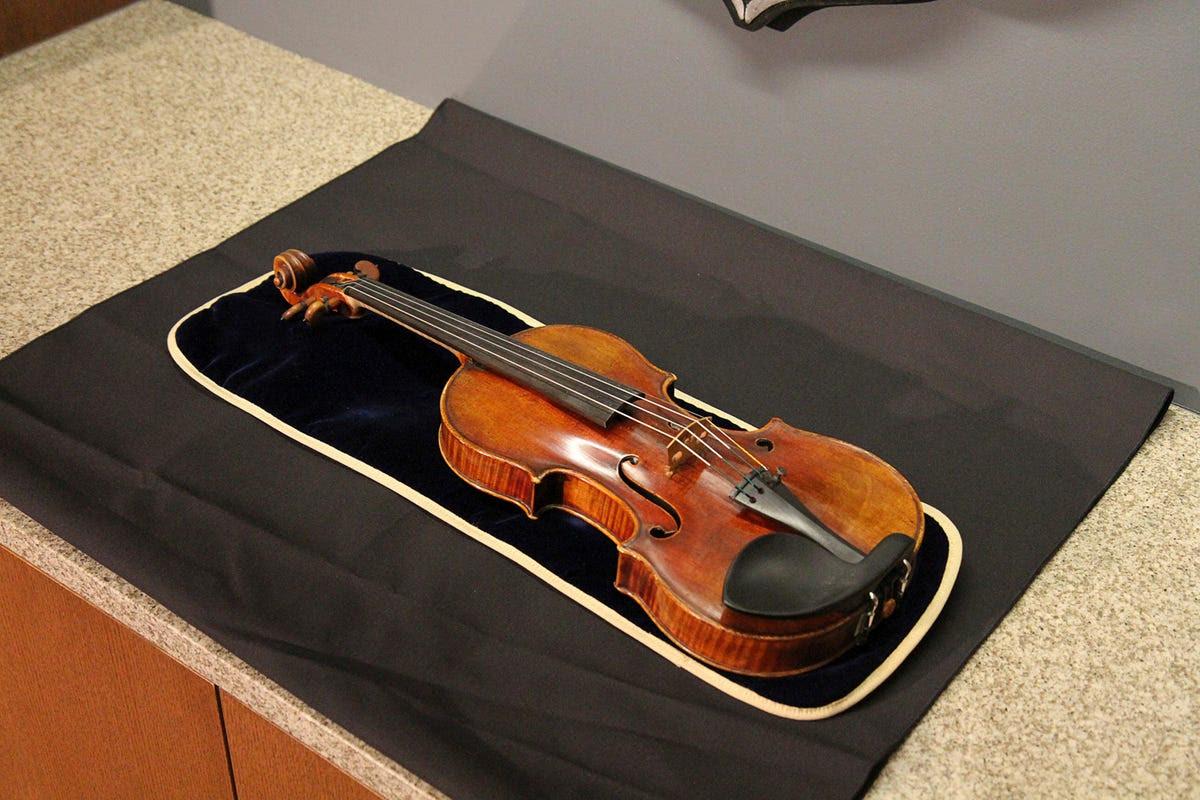 violin Stradivarius stolen