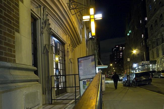 Illuminated Cross, UWS