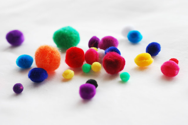 25 crafts of christmas // pompoms