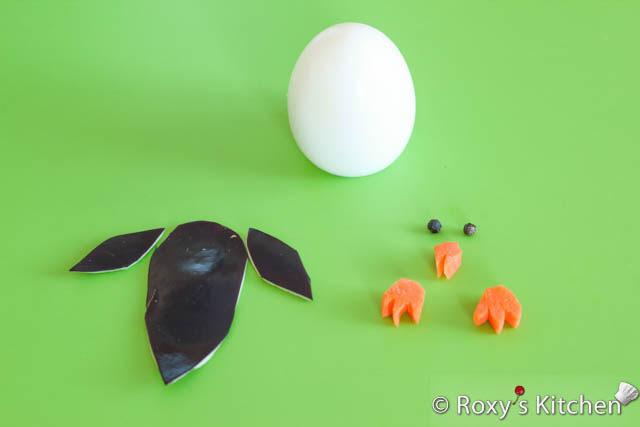 Yumurta Penguenler - ayak ve gaga havuç dışında ve kanatları ve arka patlıcan cilt dışarı olun.