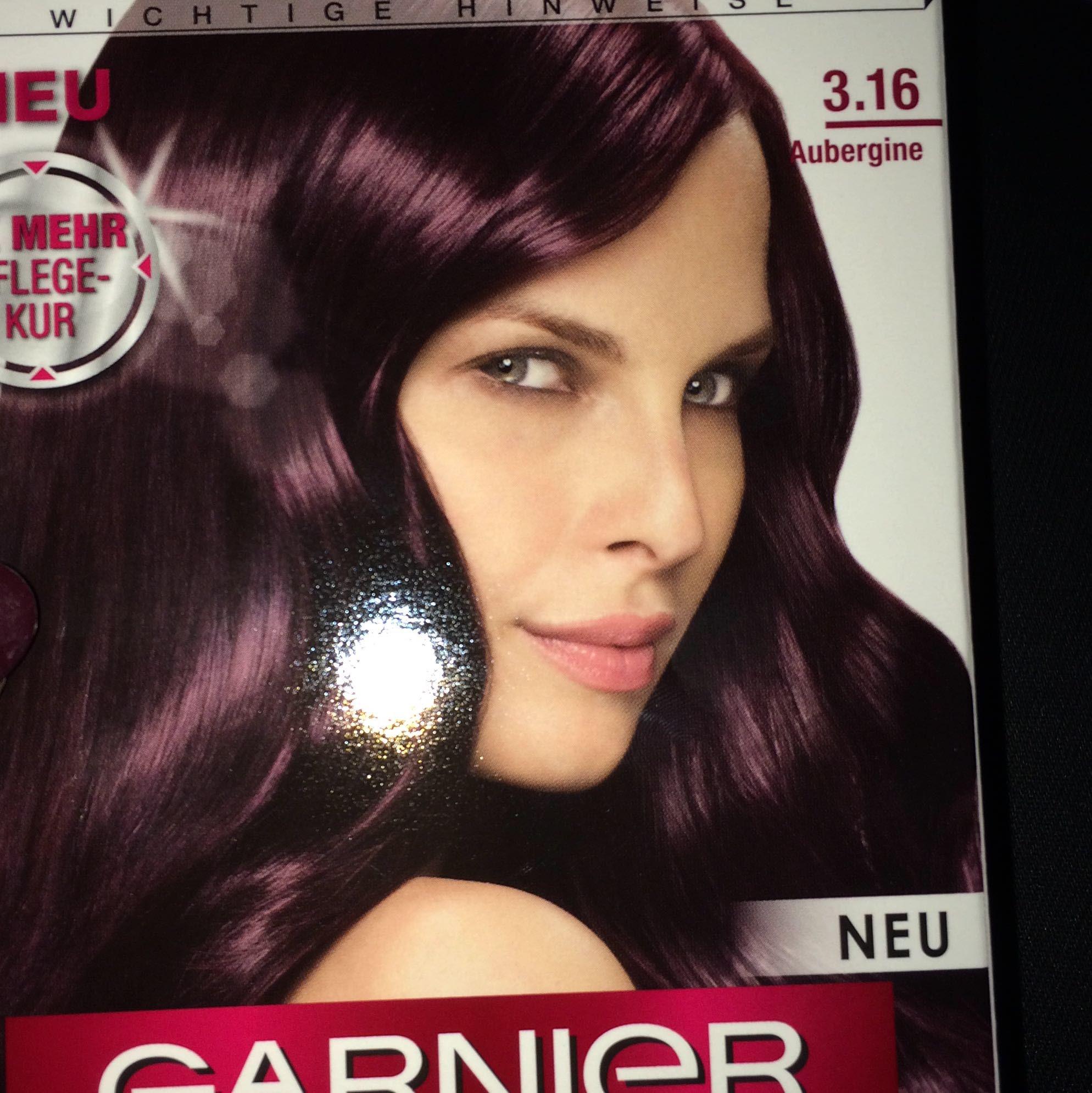 Schwarz Aubergine Haarfarbe