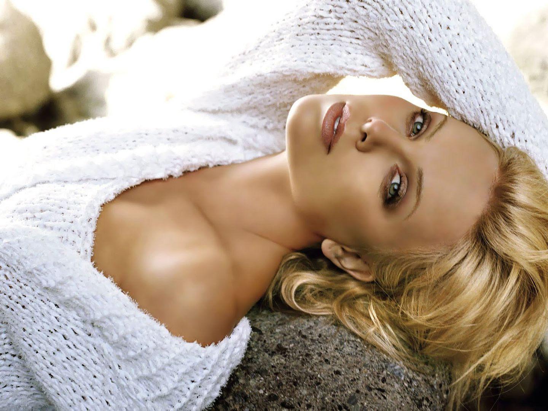 Charlize Theron photo charlize_mb.jpg