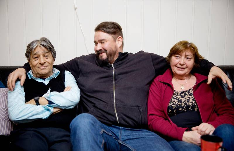 Mikael sammen med sine forældre. Foto: Janne Møller-Hansen (VG)