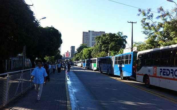 Fila de ônibus parou toda a Conde da Boa Vista, um dos principais corredores viários do Recife. Foto: Enock Eleutério/Cortesia