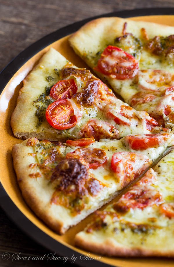 Roasted-Tomato-Pesto-Pizza-1-600x919