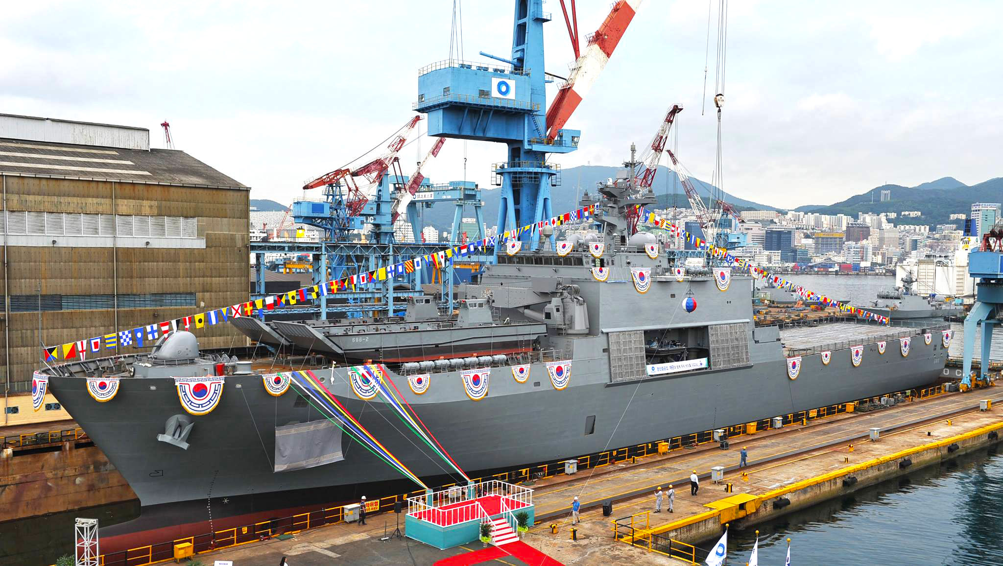 Corea del Sur lanza su segundo buque LST-II