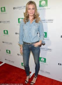 Rebecca Romijn gets flirty with husband Jerry O'Connell at