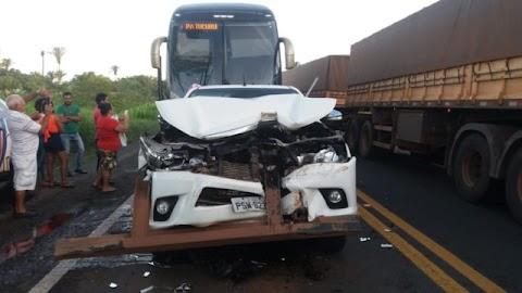 Hilux fica destruída em acidente na BR-135