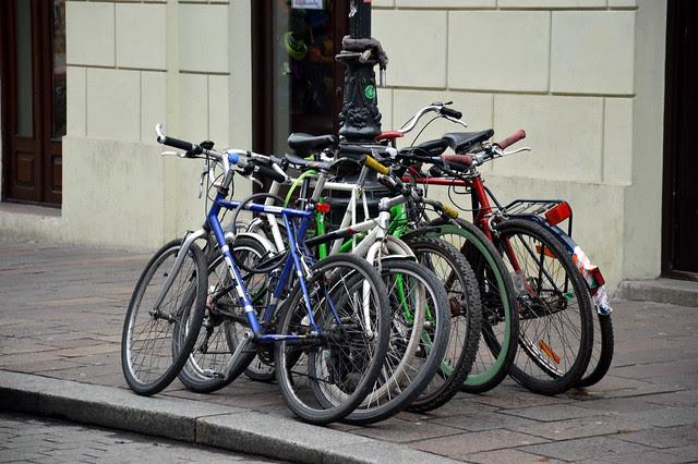 Rowery przy słupie