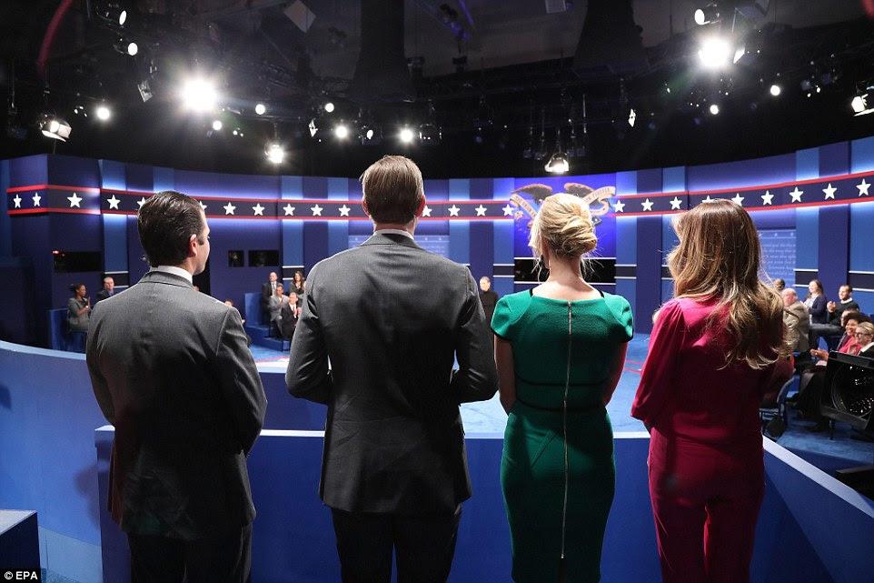 Os filhos de Donald Trump no início do segundo debate presidencial na Universidade de Washington em St. Louis