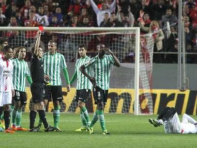 Paulão foi expulso e complicou Bétis na partida Foto: EFE