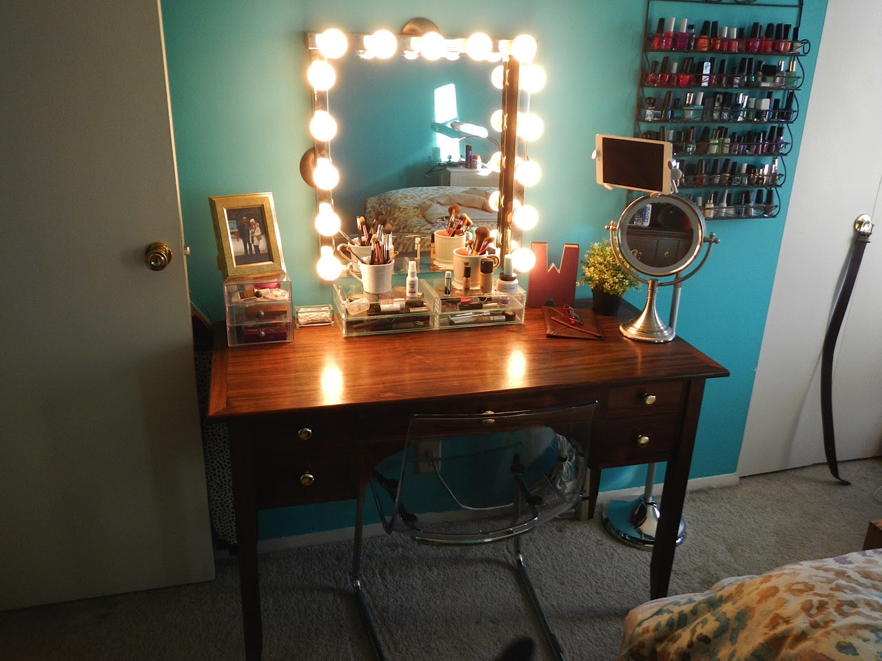 My New Vanity With Hollywood Style Mirror And Lights Makeupaddiction