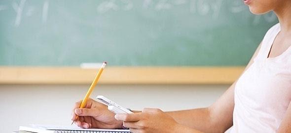 Απαγορεύονται από φέτος τα κινητά τηλέφωνα στα σχολεία