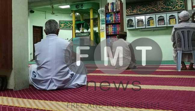 Archbishop Pakiam attends prayers for Kassim Ahmad