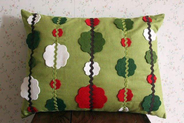 Cotton & Felt Garland Pillow