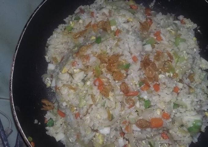 Cara Praktis Memasak Nasi goreng hongkong seadanya Anti Gagal