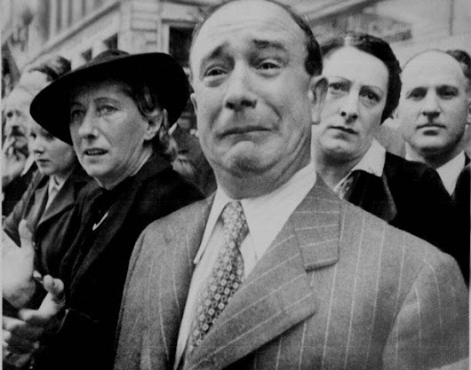 French civilian cries in despair as Nazis occupy Paris during WWII • r/pics