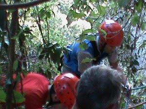 Resgate realizado pelo Corpo de Bombeiros durou cerca de quatro horas. (Foto: Luiz Guilherme Brandani / Divulgação tanosite.com)