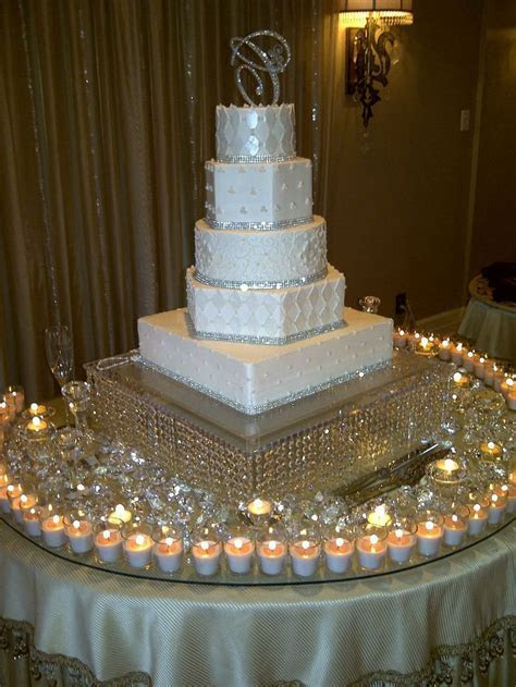 Best 25  Bling wedding cakes ideas on Pinterest   Scroll