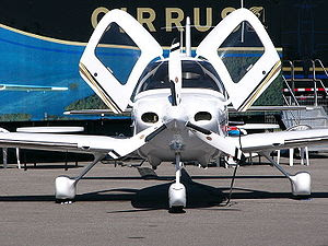 I took this photo of a Cirrus SR-22 G2 at the ...