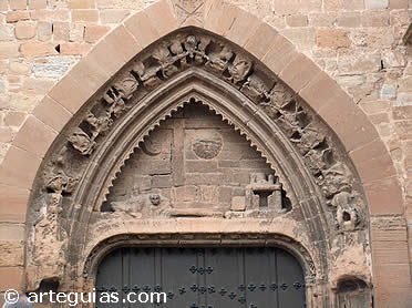 Puerta gótica de la iglesia de San Andrés de Calahorra