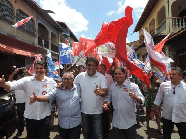 Lobão Filho, José Inácio. Gastão Vieira e Fábio Gondim comandam caminhada por rua de Bequimão