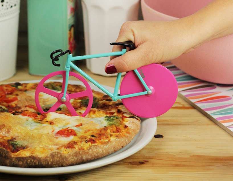 fixie-pizza-cutter-slices-with-bike-wheels-designboom-06