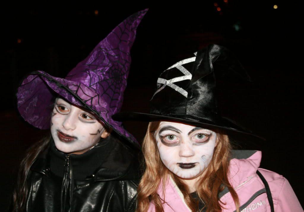 To skumle hekser Kalyani og Emilie