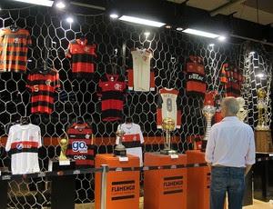 Camisas do Flamengo de várias épocas (Foto: Janir Junior / Globoesporte.com)