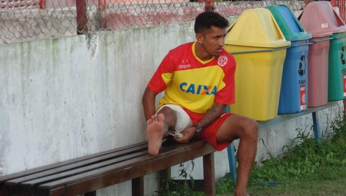 Thiago Potiguar - meia do América-RN lesão coxa (Foto: Carlo Cruz/GloboEsporte.com)