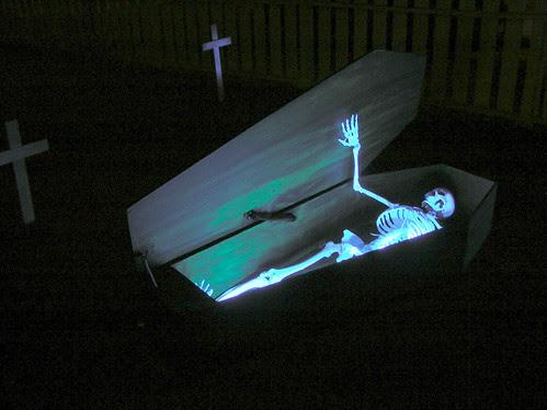 Halloween 2011 Coffin Open
