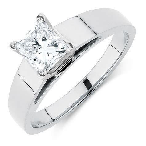 Solitaire Engagement Ring with a 1 Carat Diamond in 14kt