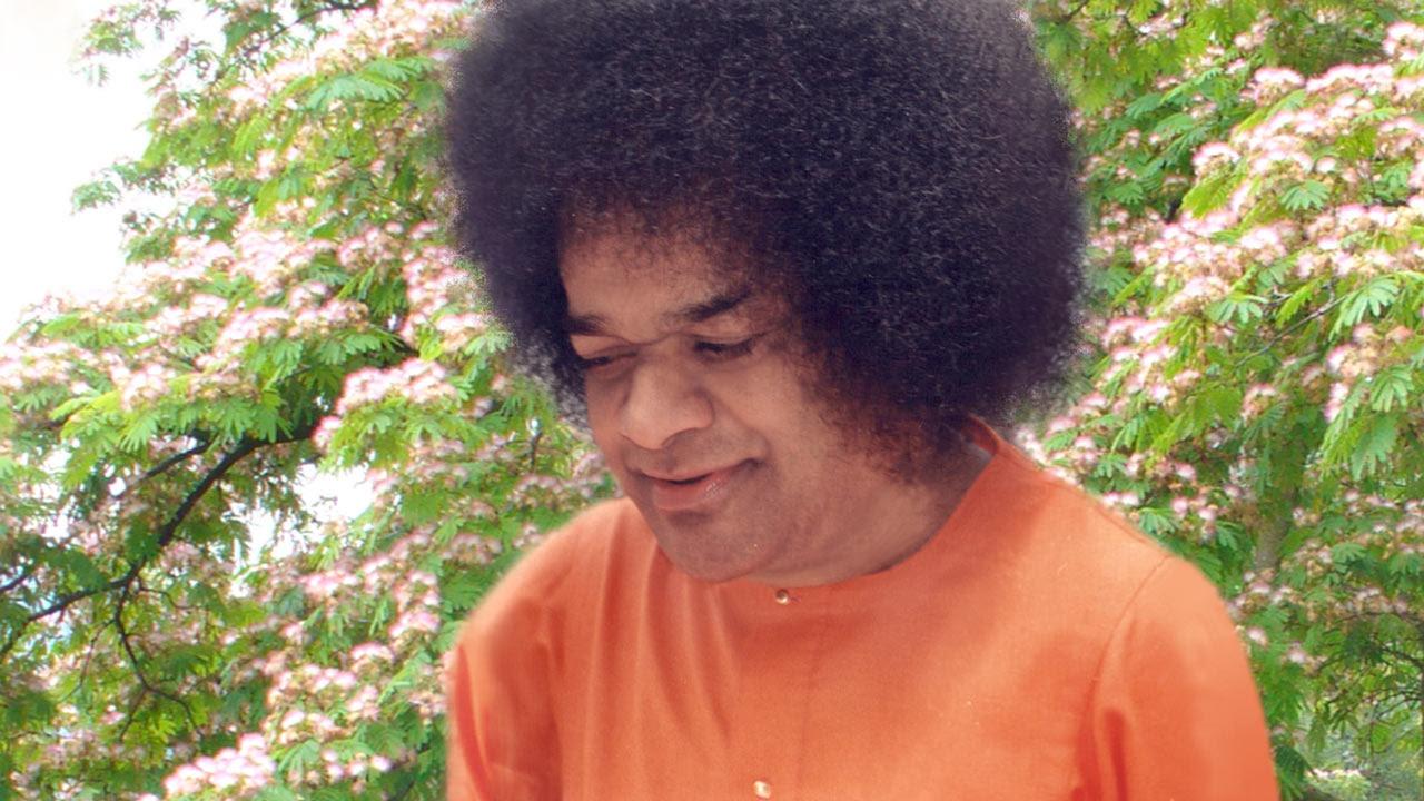 http://sathya-sai-baba.org/pic/sathya-sai-baba-photos/Sathya-Sai-Baba-3.jpg