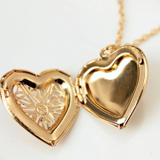 Hollow Out Heart Photo Locket Pendant Necklace