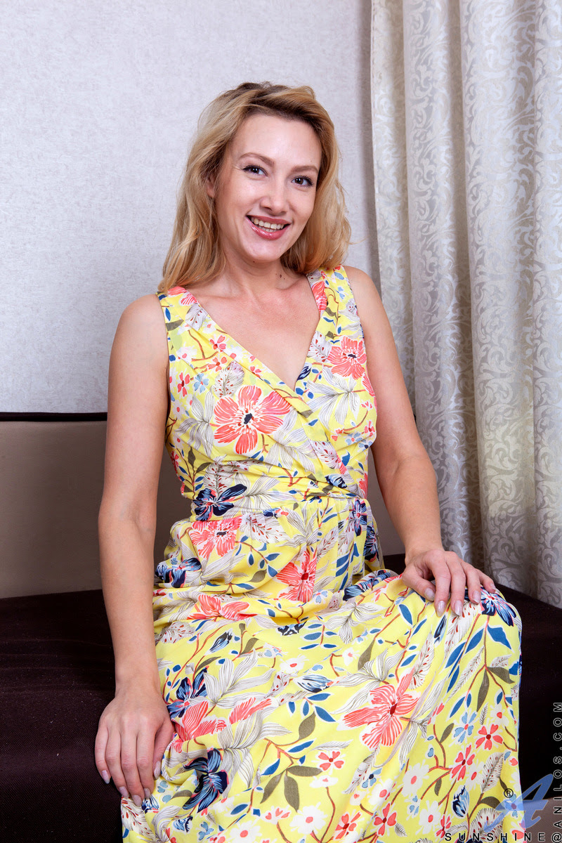 Naughty mature babe   The Mature Lady Porn Blog