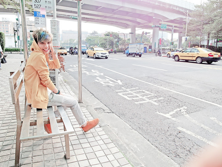 typicalben at taipei bus stop