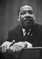 Lisez la biographie de pasteur King sur Wikipedia