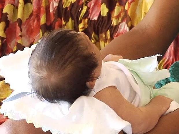 Bebê aguarda atendimento com neuropediatra em São Luís (MA) (Foto: Reprodução / TV Mirante)