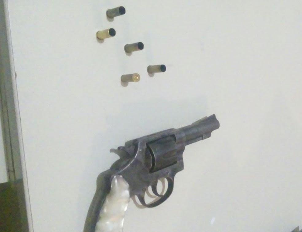 Arma utilizada no crime foi apreendida (Foto: Polícia Militar/Divulgação)