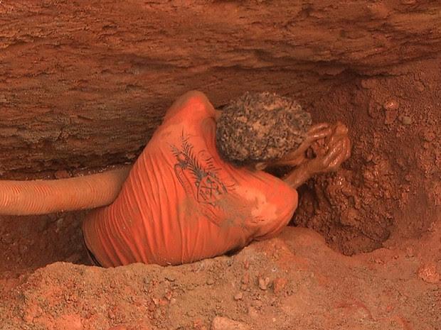 Trabalhador ficou preso em obra (Foto: Imagem/TV Bahia)