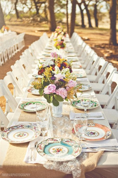 25  best ideas about Mismatched table setting on Pinterest