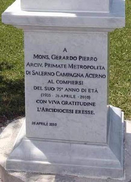 Statua dell'arcivescovo Gerardo Pierro