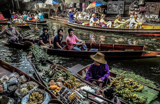 Explore Bangkok's Floating Markets - akyra Bangkok Hotels